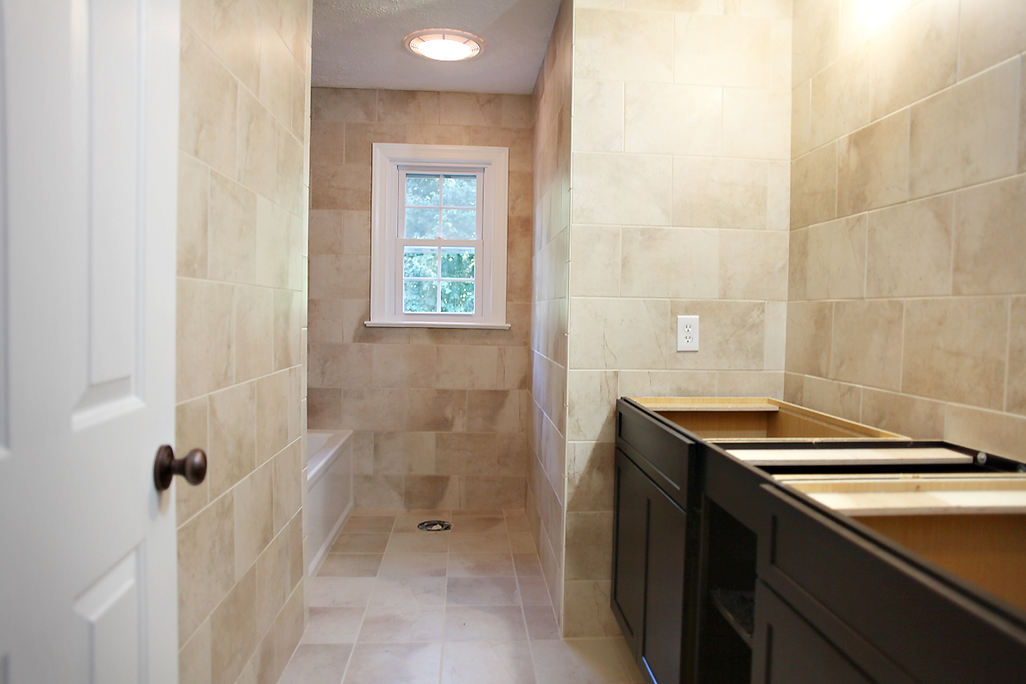 Narrow bathroom designs photos - Narrow toilets for small bathrooms ...