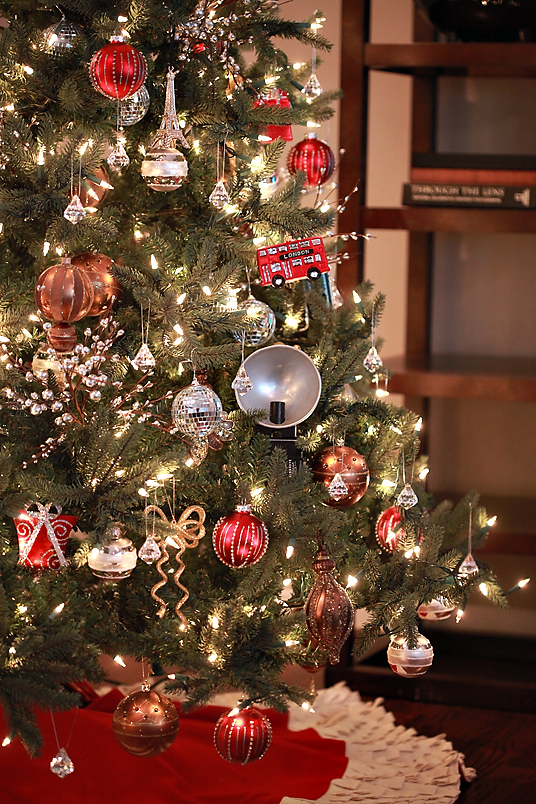 Remember when I gave some hints as to how we were planning on decorating  our tree this year? Well, the hint came into play with our addition of  antique ...