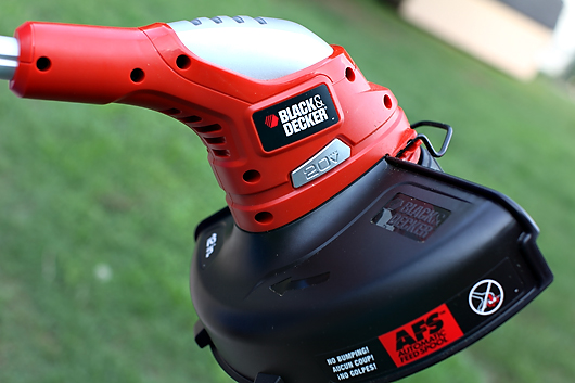 blackanddeckertrimmer1 GIVEAWAY: BLACK & DECKER YARD TOOLS