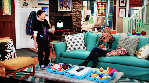 goodluckcharlie livingroom2 ON THE SET: GOOD LUCK CHARLIE