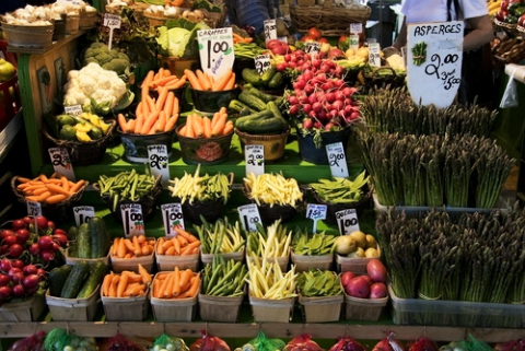farmers market 6 TIPS FOR SAVING MONEY + WASTING LESS