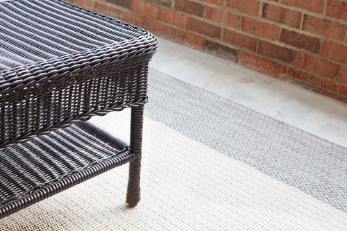patio rug2 PATIO FURNITURE MAKEOVER