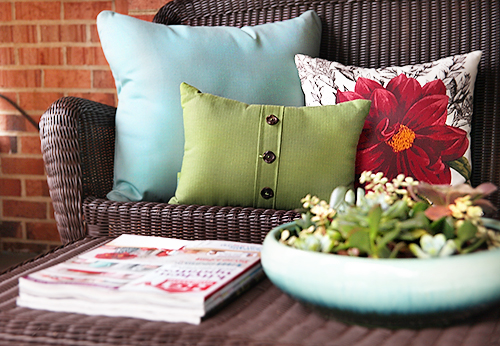 Target Outdoor Pillows / Covered Patio Makeover / 7thhouseontheleft.com
