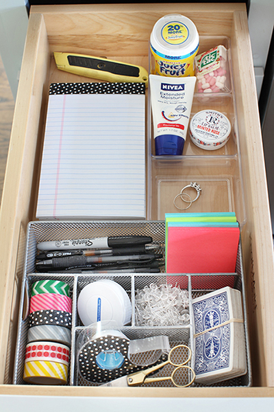 Kitchen Junk Drawer Organization / 7thhouseontheleft.com